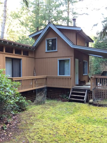 Forest Cottage - Mayne Island