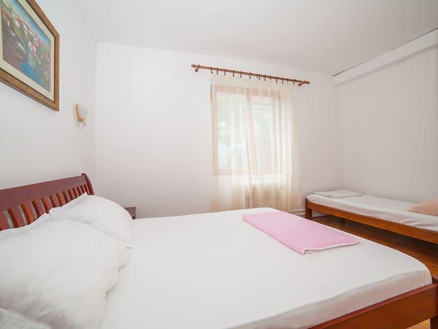 Radojicic-Charming Triple Room - Bijela