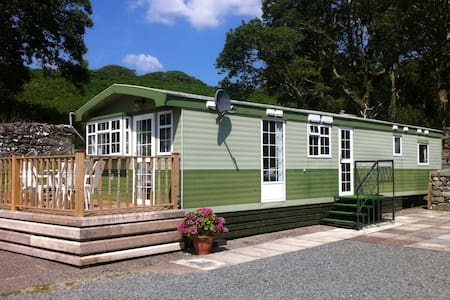 Caravan with farm views - Llanbedr - Chalet