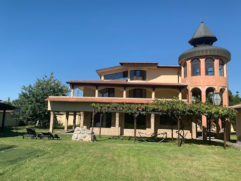 Casafamiglia- Къща за гости. За релакс и почивка!