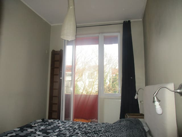 Double room with balcony, kitchen & bathroom - Saint-Gilles