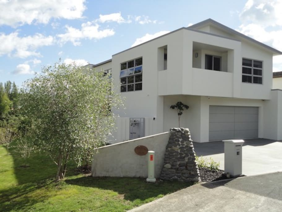 Located in a quiet cul-de-sac just a short five minute walk into town, no need for a taxi