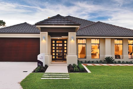 Enjoy resort living in luxury home - Piara Waters