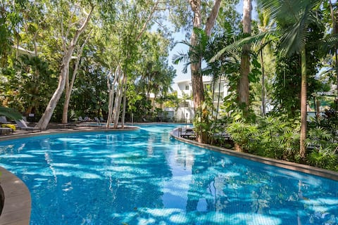 Luxury 2 Bed Apt 2 steps to pool &1 min to beach