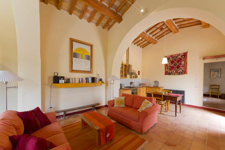 Converted chapel for two in Marche