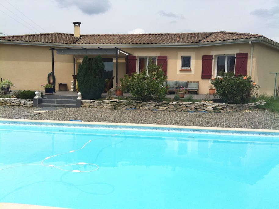 Maison chaleureuse avec piscine houses for rent in for Montauban piscine