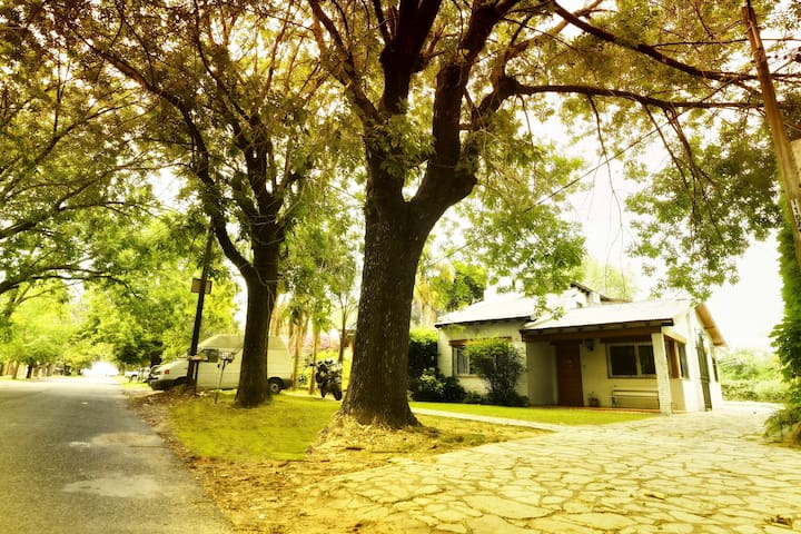 Casa de Bu. En el corazon de City Bell