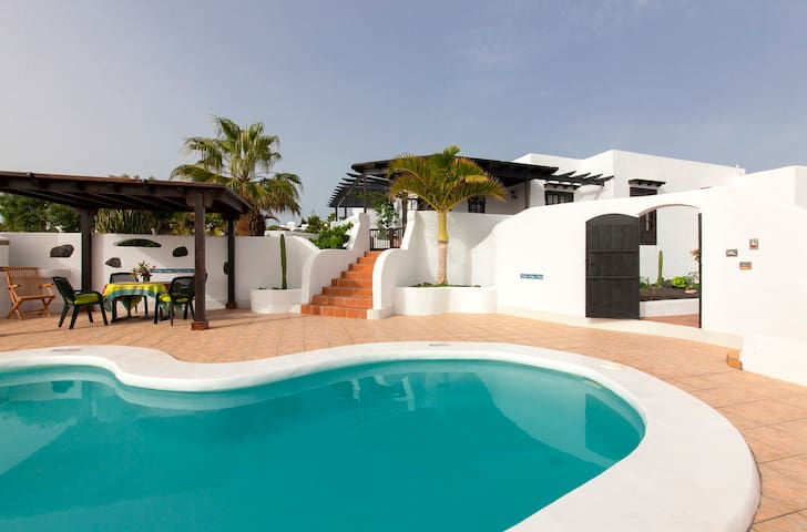 Delightful Villa with sea views and private pool - Güime - Casa de camp