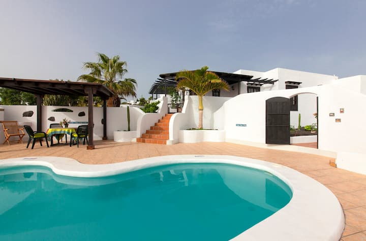 Delightful Villa private heated pool and sea views