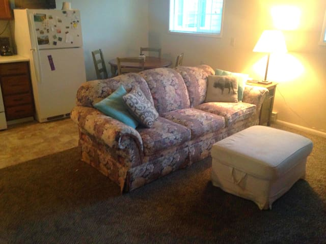 Cute and Cozy Apartment at Chipman Trailhead