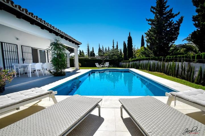 8738 - GREAT VILLA NEAR BEACH & MARBELLA