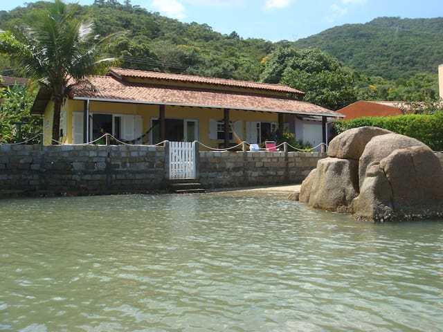 House in front of the beach!!