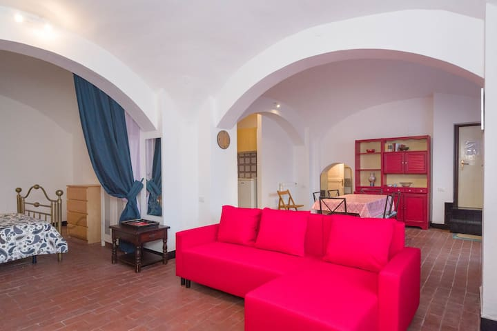 The space of this flat is very well organised as it has a dining space in front of a fully equipped  kitchen, a spacious and comfortable living space and a cozy bedroom. The bathroom is located just on the right side of the entrance