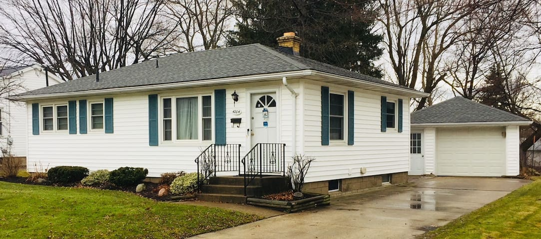 Cozy and Quaint furnished West Erie/Millcreek home