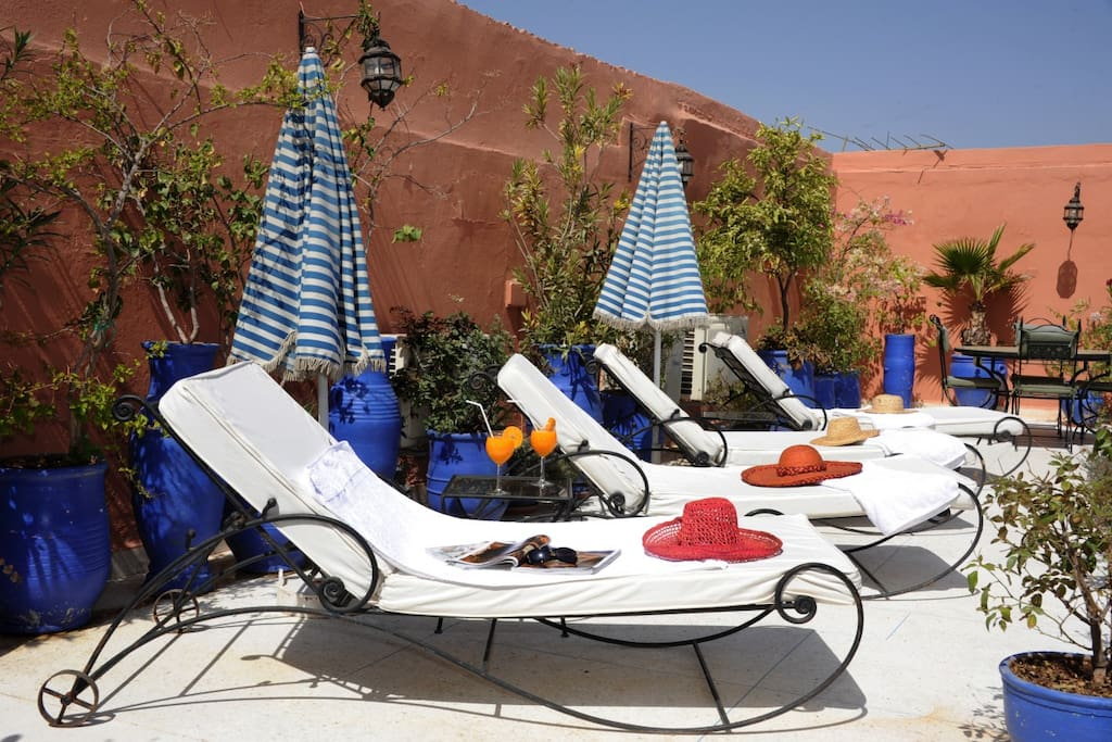 Relax on the sunny private roof terrace