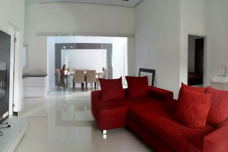 Modern House with 3 Bedrooms with kitchen - Yogyakarta - Ev