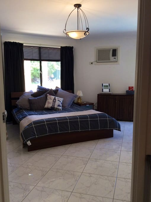 Huge bedroom with air-con, Foxtel, wifi
