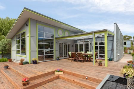 Two Separate Rooms in Stylish Beach House - Paraparaumu - Dom