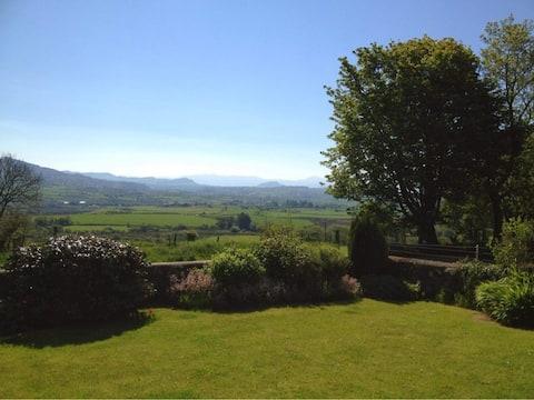 Bwthyn Cennin with beautiful views of Snowdonia