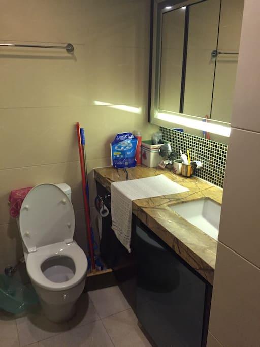 房间提供洗手液洗衣液柔顺剂,都是威露士和金纺的