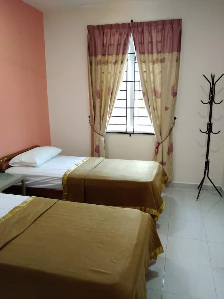 Besut Guesthouse - Twin Room