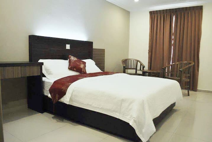 New!Hotel 18 Carat (Room with attached Bathroom)