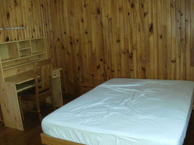 2ème chambre avec lit de 140