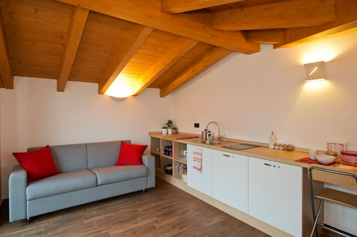 Nice attic near Rho Fiera and Milan - Cerro Maggiore - Apartamento