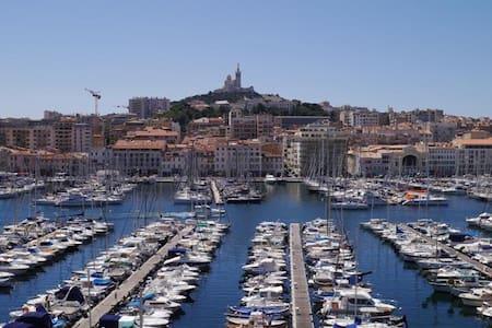 T2 premiere ligne balcon pleine vue vieux port - Marseille - Appartement