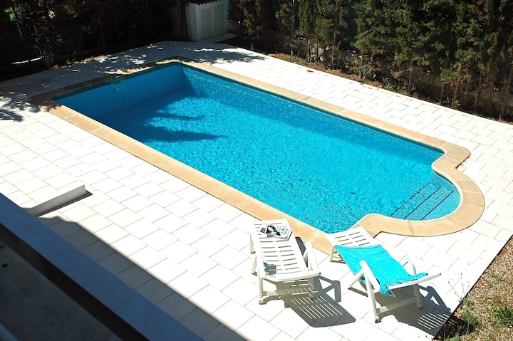 Villa with pool, 150m  from beach
