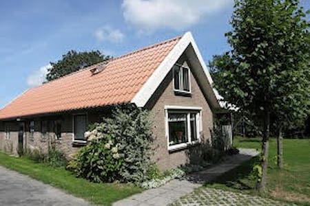 Riant vakantiehuis op boerenerf - Sondel