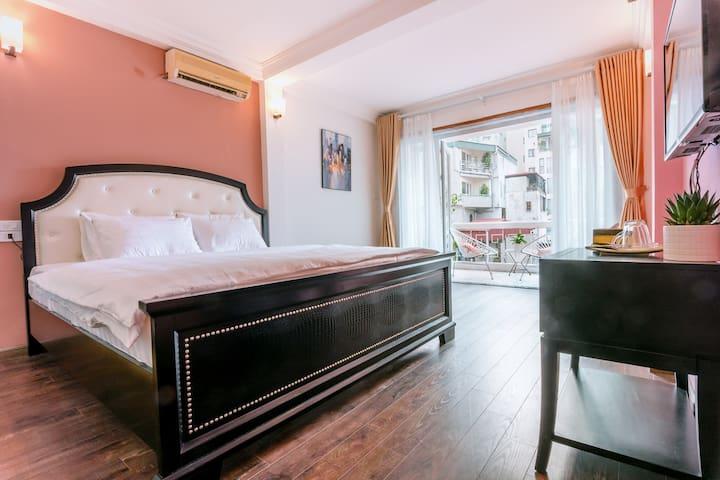 Suite room 2 at Villa De Hovi Trang An