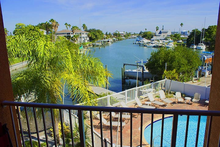 2 bed/2bath great water views condo - Madeira Beach - Pis