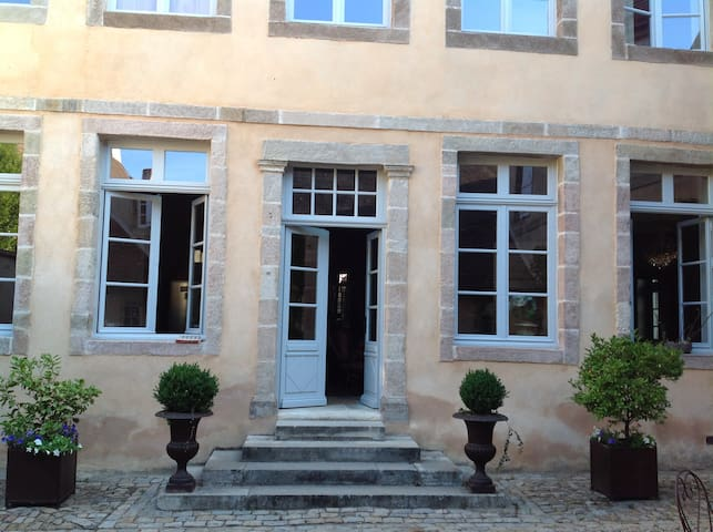 Côté Cathédrale-Chambre B&B - Autun - ที่พักพร้อมอาหารเช้า