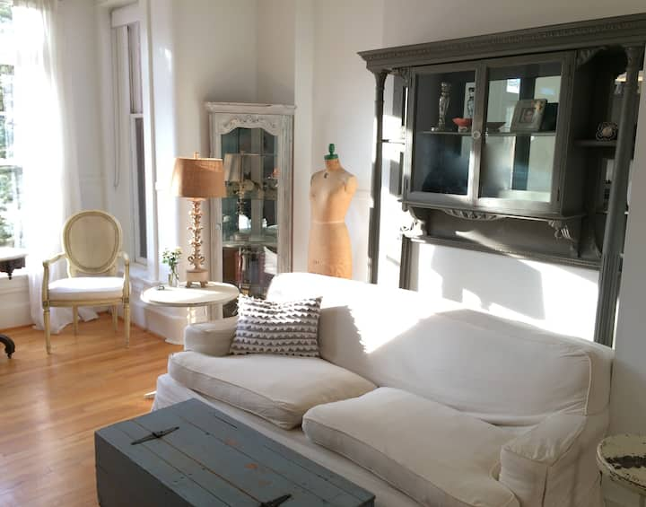 Upscale DuPont Private Balcony+Rare Driveway Opt!
