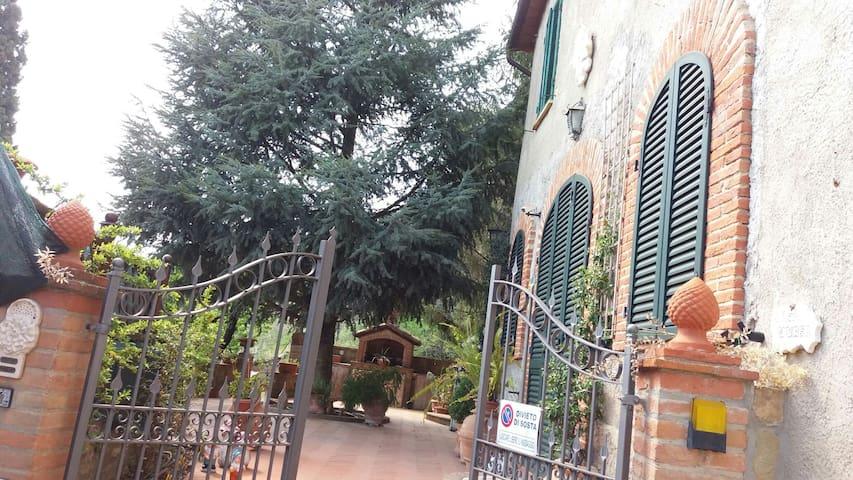 """CASA VACANZE """"CASA LUISA""""  nelle colline senesi - Scrofiano - Haus"""