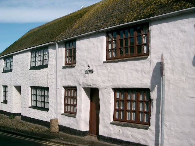 HISTORIC BEAMED COTTAGE NEAR BEACH  - Marazion - Talo