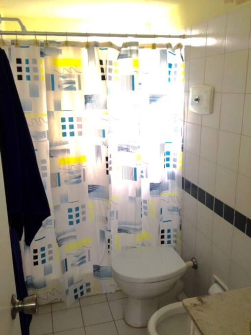 Servicio completo de toallas y sabanas disponible