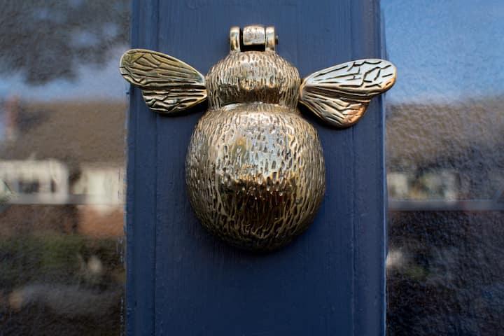Bumblebee Cottage, quiet location & private garden