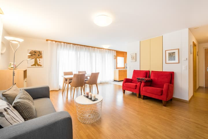 Bright 2BR apartment very close to the valley station in Laax (Val Mulin 8.2)
