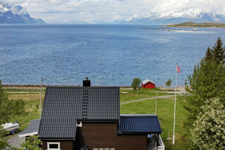 10 person holiday home in Lyngseidet
