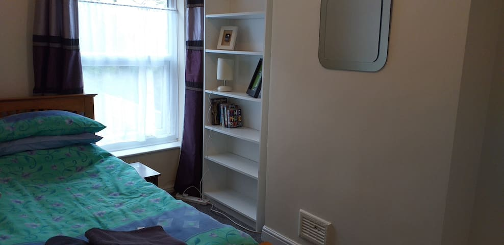 Single room in comfy house, near station, Stafford