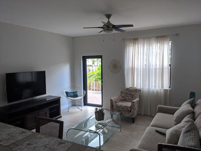 South Florida Vacation Home! 4/3, Sleeps 8, Pet OK