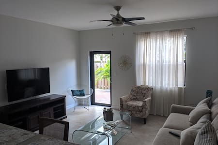 South Florida Vacation Home! 4/3, Sleeps 8, Pet OK