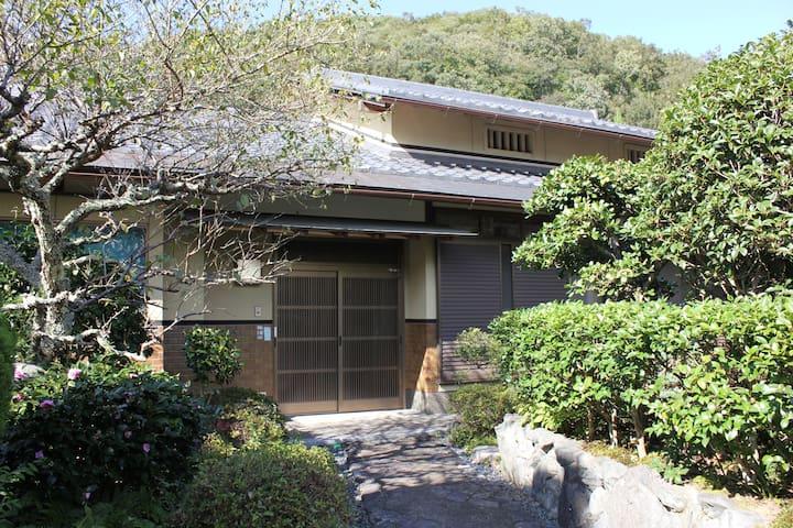 6 min walk from JR. Japanese Style w/ Zen Garden