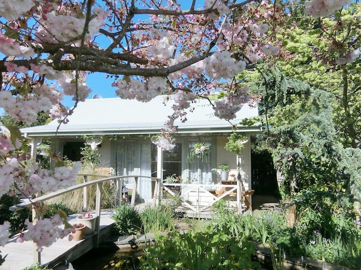 Keiko's Cottages-Sakura Cottage