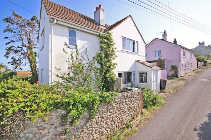Cottage with sea and countryside views - sleeps 6