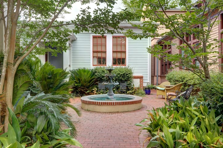 *LAST MINUTE DISCOUNT* Cottage Near Forsyth Park!