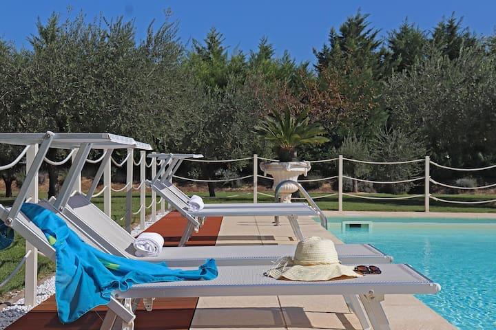 VILLA ALIS 6 Pool, Adriatic coast 4Km, jacuzzi