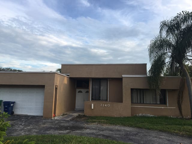 Private room and bathroom - Lauderhill - Casa